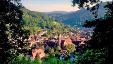 Bild von Alpirsbach Blick auf die Kirche