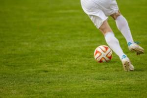 Bild von Fußballer mit Ball